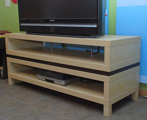 Adding a spacer to the lack tv bench ikea hackers ikea for Expedit tv bench