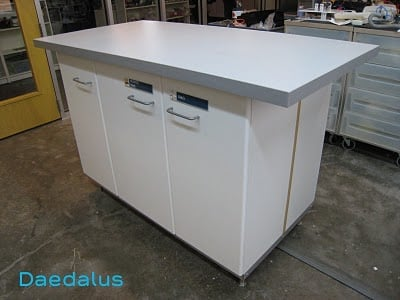 Daedalus+lab+bench+1-729635