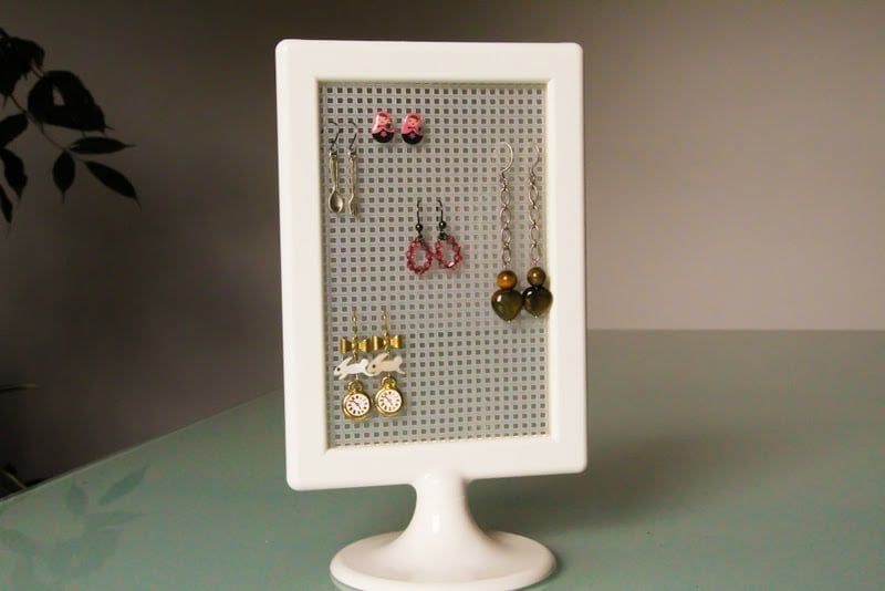TOLSBY hack - A cheap and easy earring display
