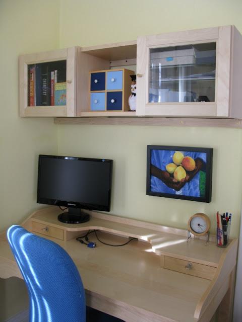Gustav desk with billy shelves ikea hackers ikea hackers for Desk hutch organizer ikea
