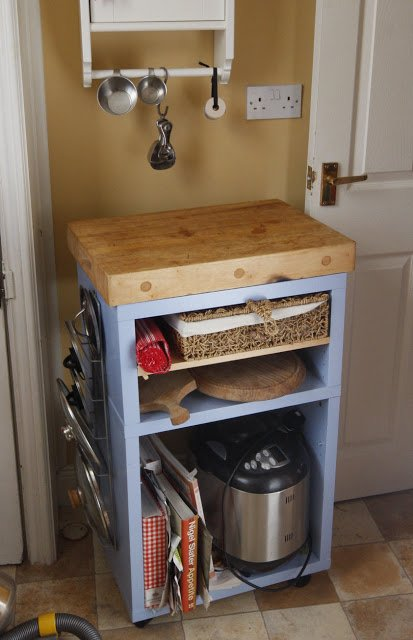 Country kitchen island unit for a small urban kitchen for Small kitchen unit ideas