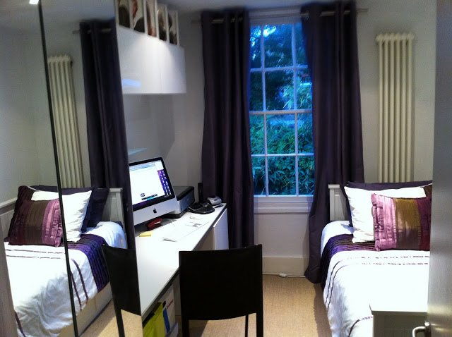 Extremely tight spare bedroom office ikea hackers for Spare bedroom office ideas