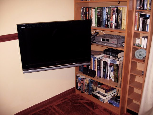 Grundtal pivoting tv mount ikea hackers ikea hackers for Ikea tv mounts