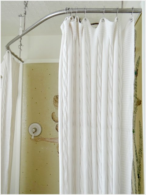 Turn a throw blanket into a shower curtain - IKEA Hackers