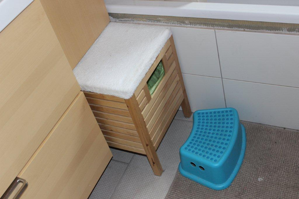 Bathroom Rubbish Bin/stool Hack