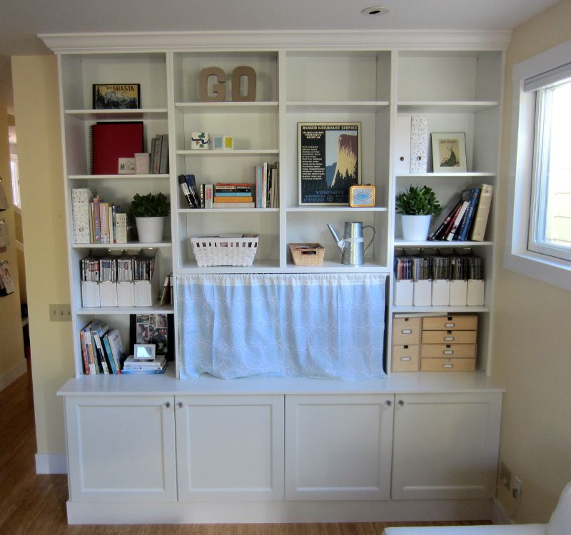 Built In Bookshelves: Besta Built-In Family Room Bookshelf And TV Unit