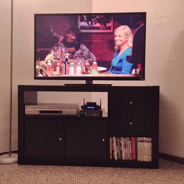 clean modern expedit tv stand ikea hackers ikea hackers. Black Bedroom Furniture Sets. Home Design Ideas