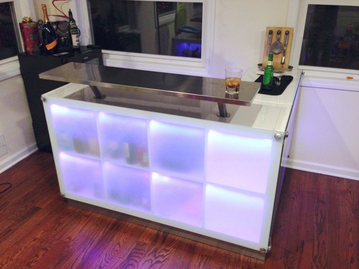 Expedit drinks bar inspired by another post ikea - Barra de bar para salon ...