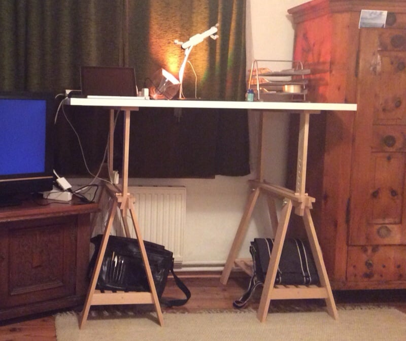 i was looking for a nice looking economical and easy to build standing desk hack i like some of the designs on this site but i wanted to be able to