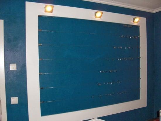2 Bilderwand in der Küche aus MDF mit Lampen und ikea Vorhangseilen Seile dran