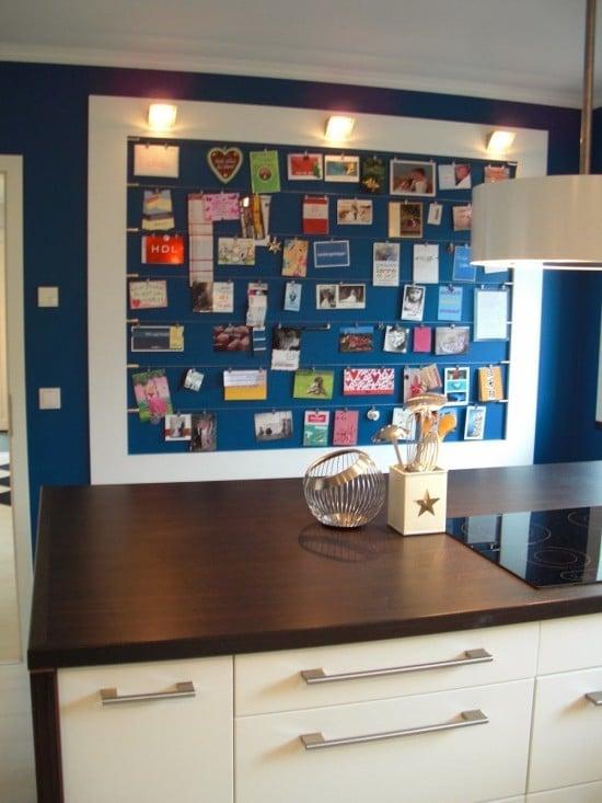 3 Bilderwand in der Küche aus MDF mit Lampen und ikea Vorhangseilen