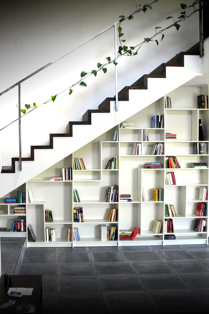 Sgantina under stairs billy bookshelves ikea hackers ikea h - Etagere escalier ikea ...