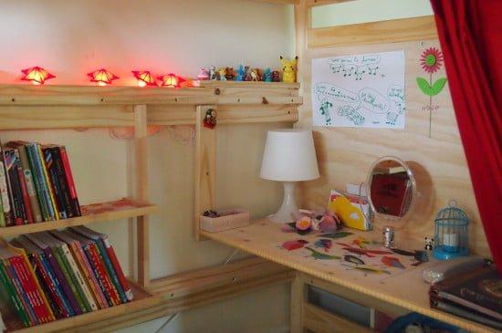 Mini-desk and bookshelf