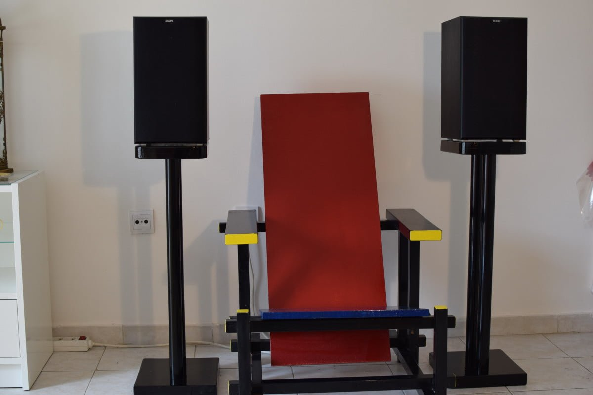 Solid Stand For Super Speakers