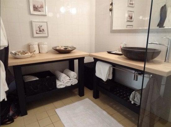 Groland bathroom