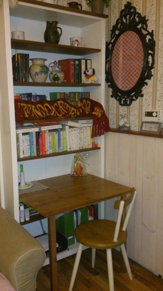 Desk in a bookcase ikea hackers ikea hackers - Meuble industriel ikea ...