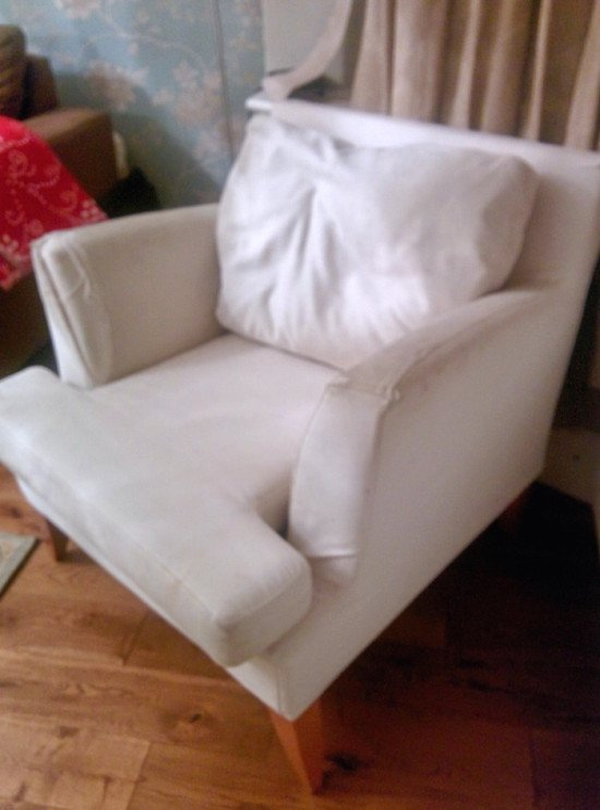 Need help to identify this armchair