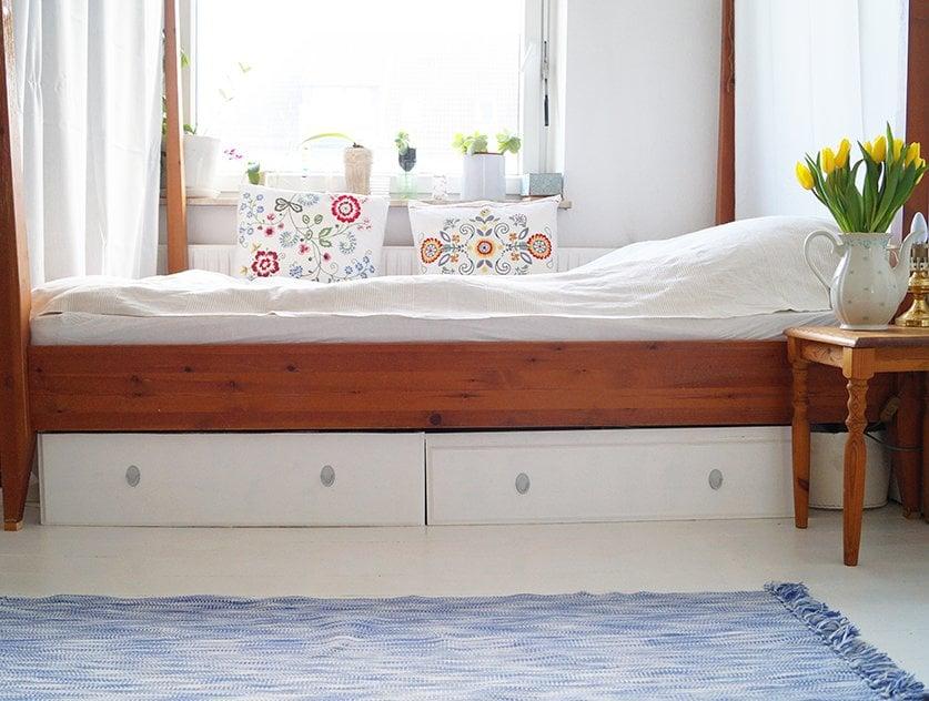 Underbed storage - cozy bedroom ideas