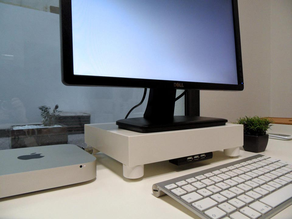 Iets Nieuws LACK Monitor Stand with USB hub - IKEA Hackers @ZX19