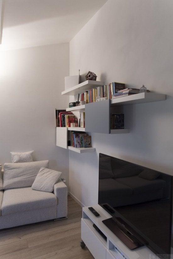 Stylish lack and besta bookshelf ikea hackers ikea hackers - Etagere en escalier ikea ...