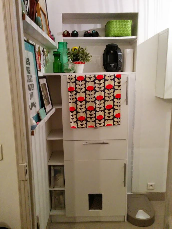 Built-in storage and cat litter for an optimized entrance ...