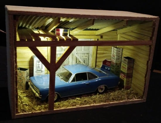 Mini garage diorama