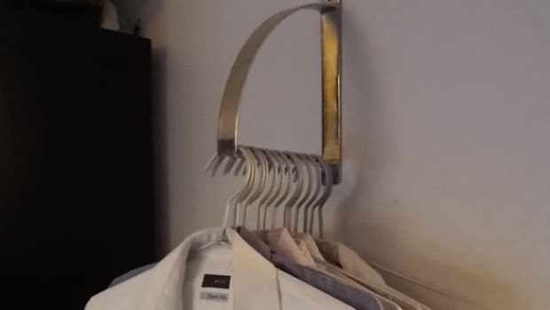 robert hanger thumb