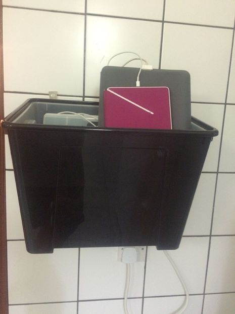 SAMLA charging station