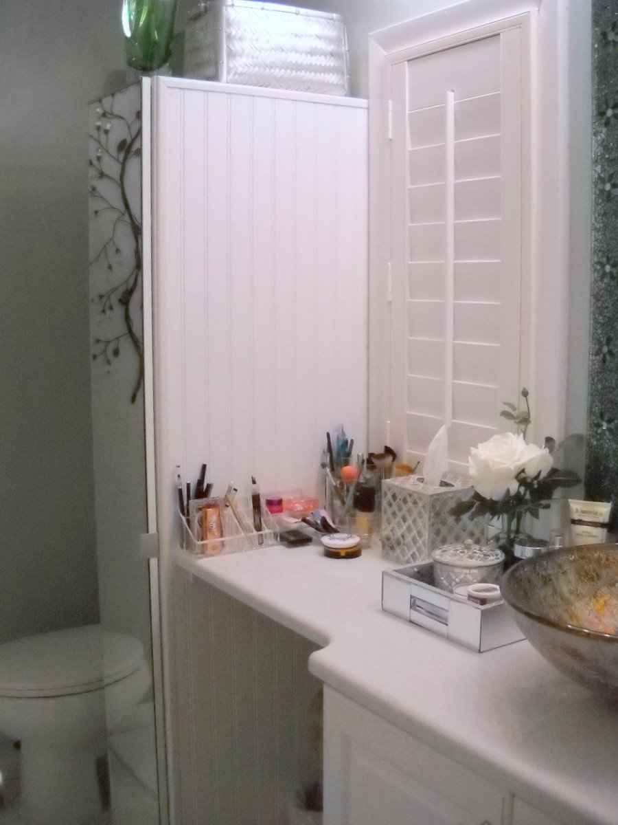 Narrow bathroom cabinet with tons of storage ikea hackers ikea hackers for Ikea bathroom cabinet