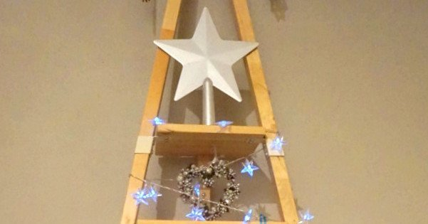 Quick and Easy Christmas Tree from PS 2014 Wall Shelf - IKEA Hackers