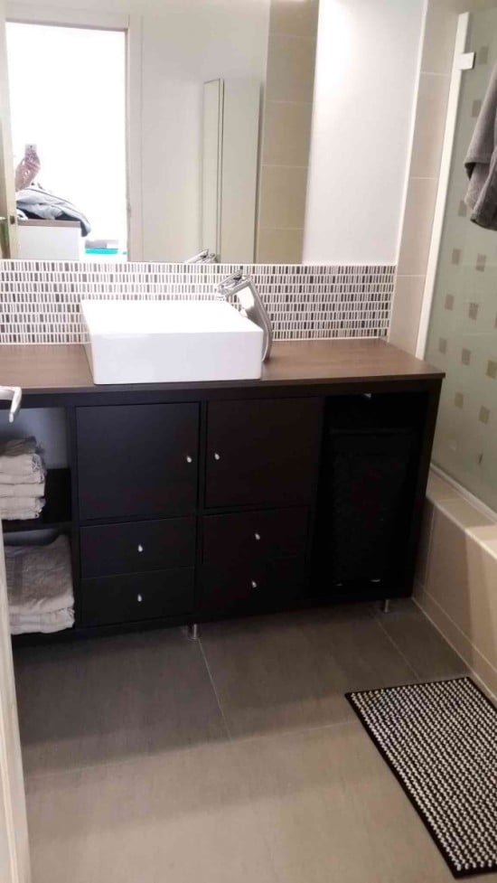 Kallax bathroom vanity for small bathroom ikea hackers for Salle de bain italienne ikea