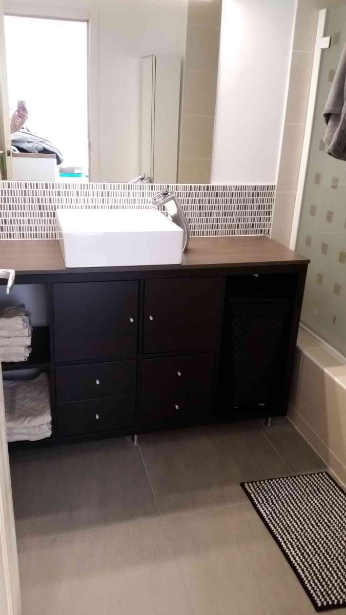 Kallax bathroom vanity for small bathroom ikea hackers for Installation salle de bain ikea