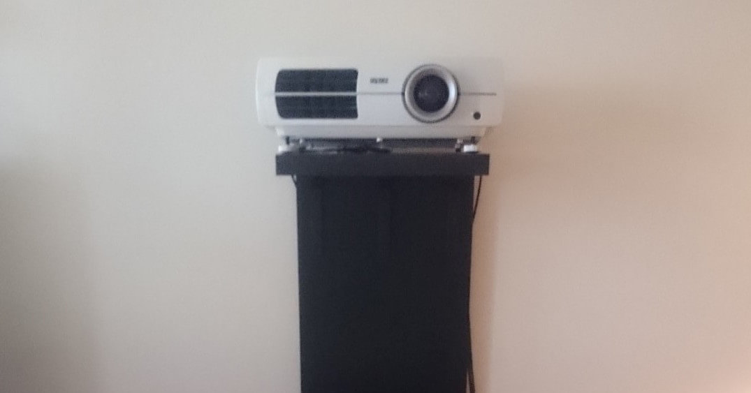 A video projector stand that wont screw up your wall  : video projector stand from www.ikeahackers.net size 1075 x 563 jpeg 48kB