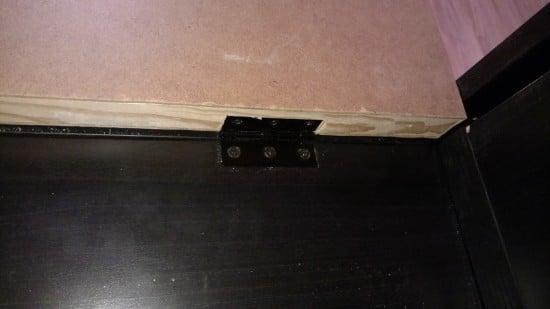 Foldable Office Desk Hinge Detail