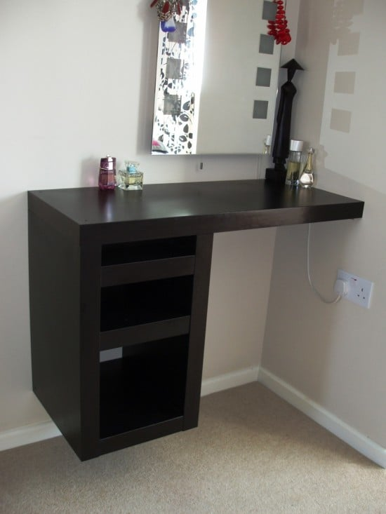 Lack Compact corner dressing table
