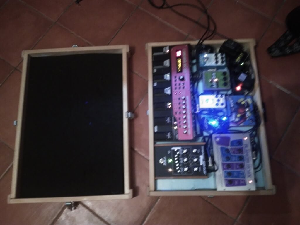 DIY custom pedal board case - inside view
