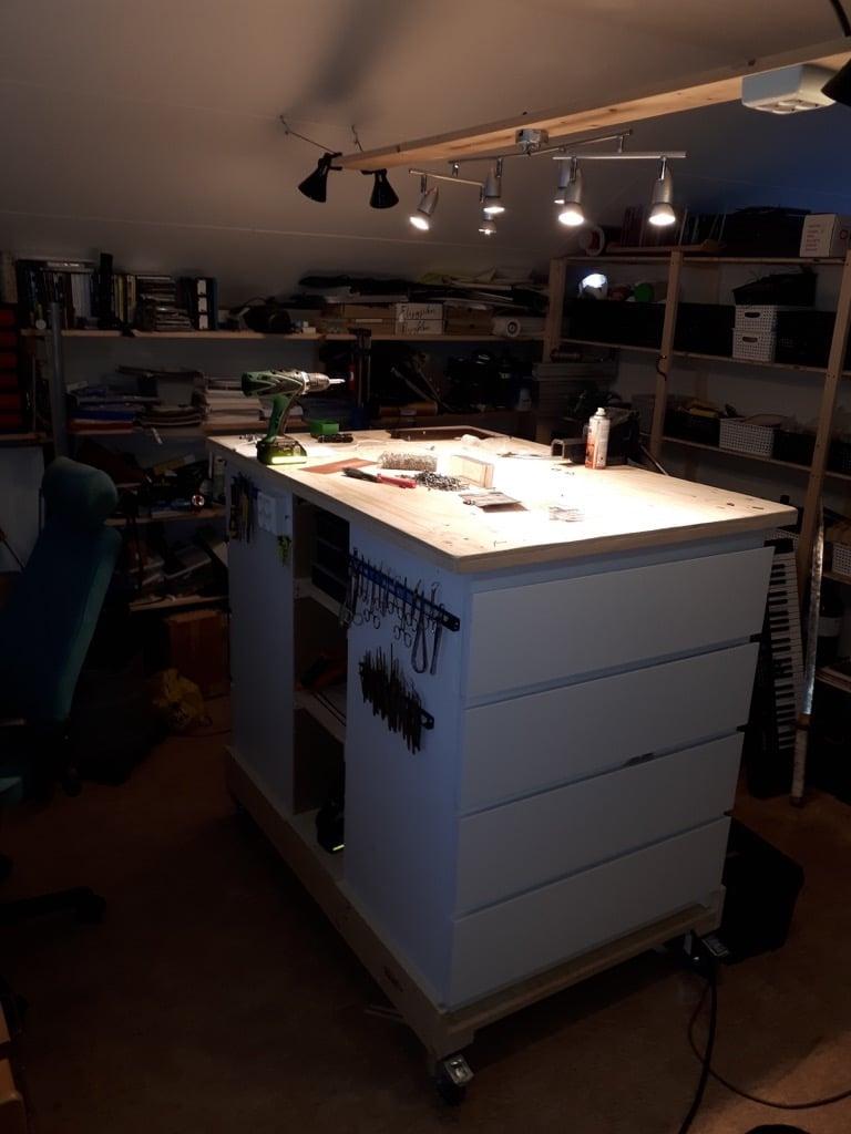 IKEA MALM movable workbench