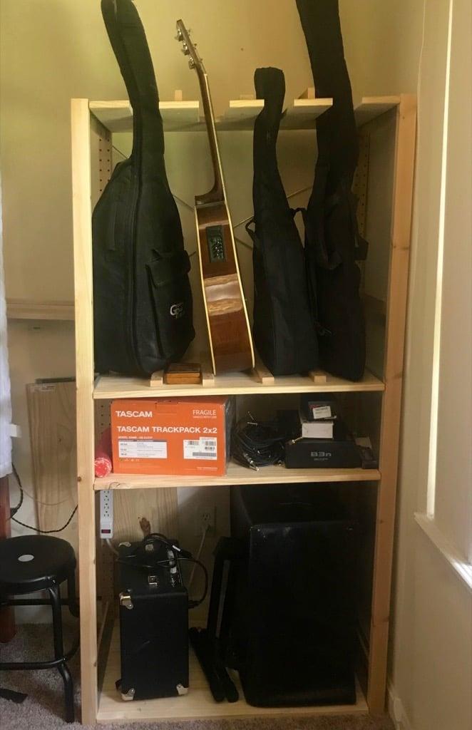 Ivar guitar stand