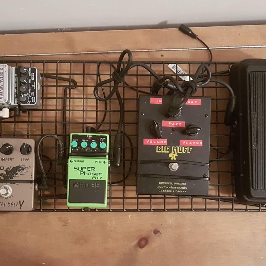 $20 DIY Guitar Pedalboard made from IKEA shoe rack