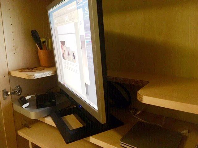 Computer hutch in BILLY Bookshelf