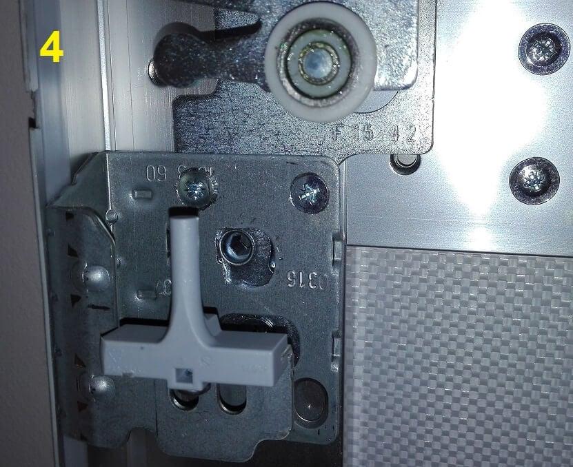 reversible finger bracket for pax sliding doors