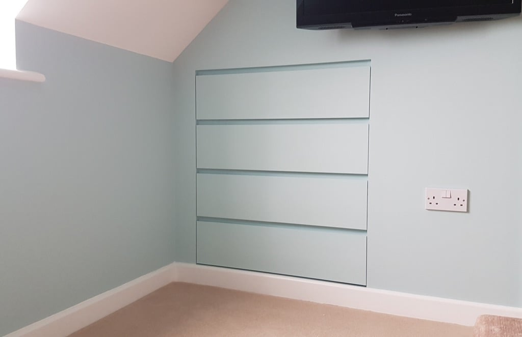 Integrated MALM drawers in walk in closet