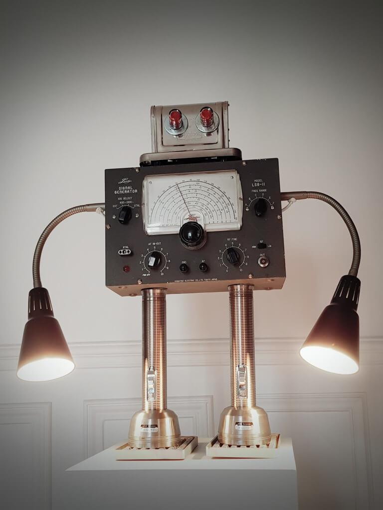 SignalGenerator (KVART lamp) - IKEA robots by Gille Monte Ruici