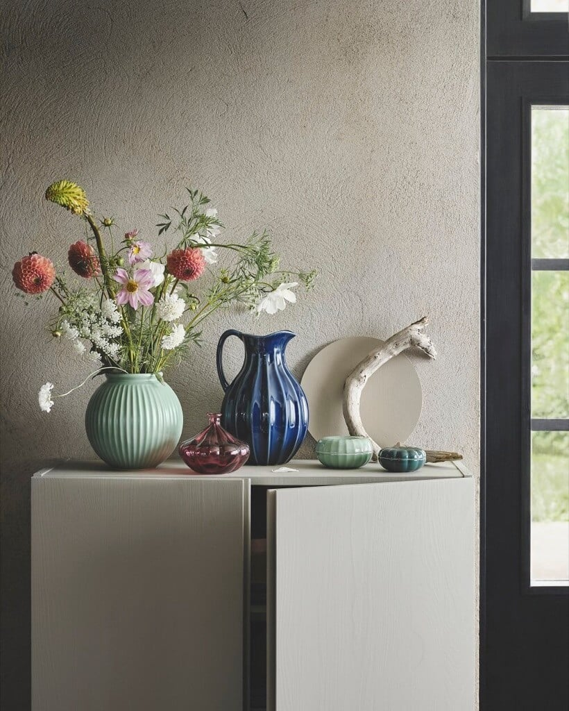 VANLIGEN Collection of vases and boxes