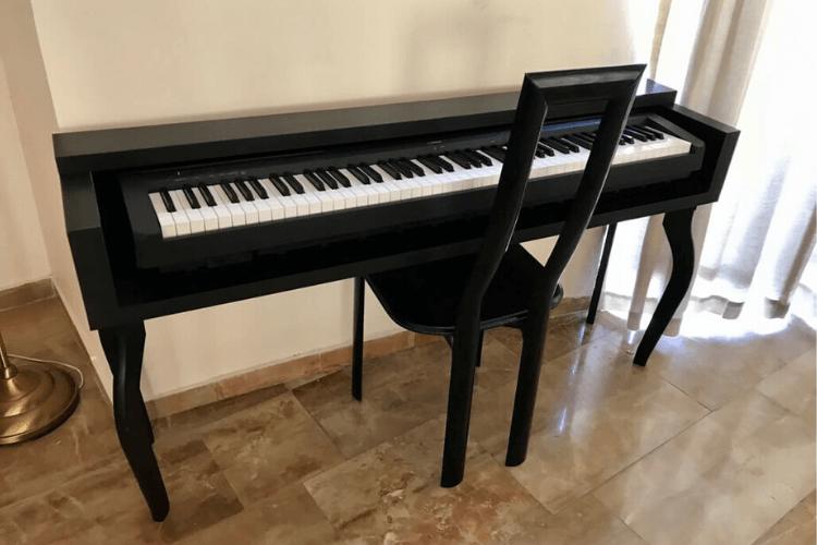 keyboard stand looks like piano