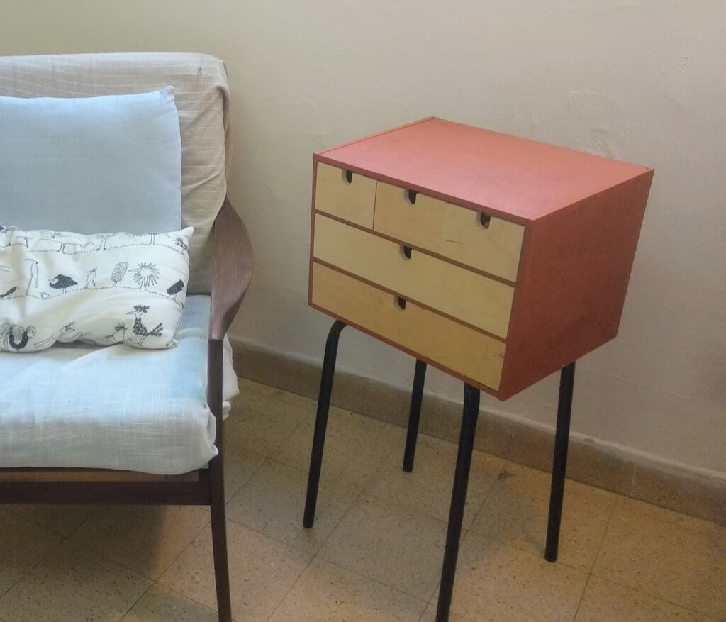 MOPPE side table with drawers