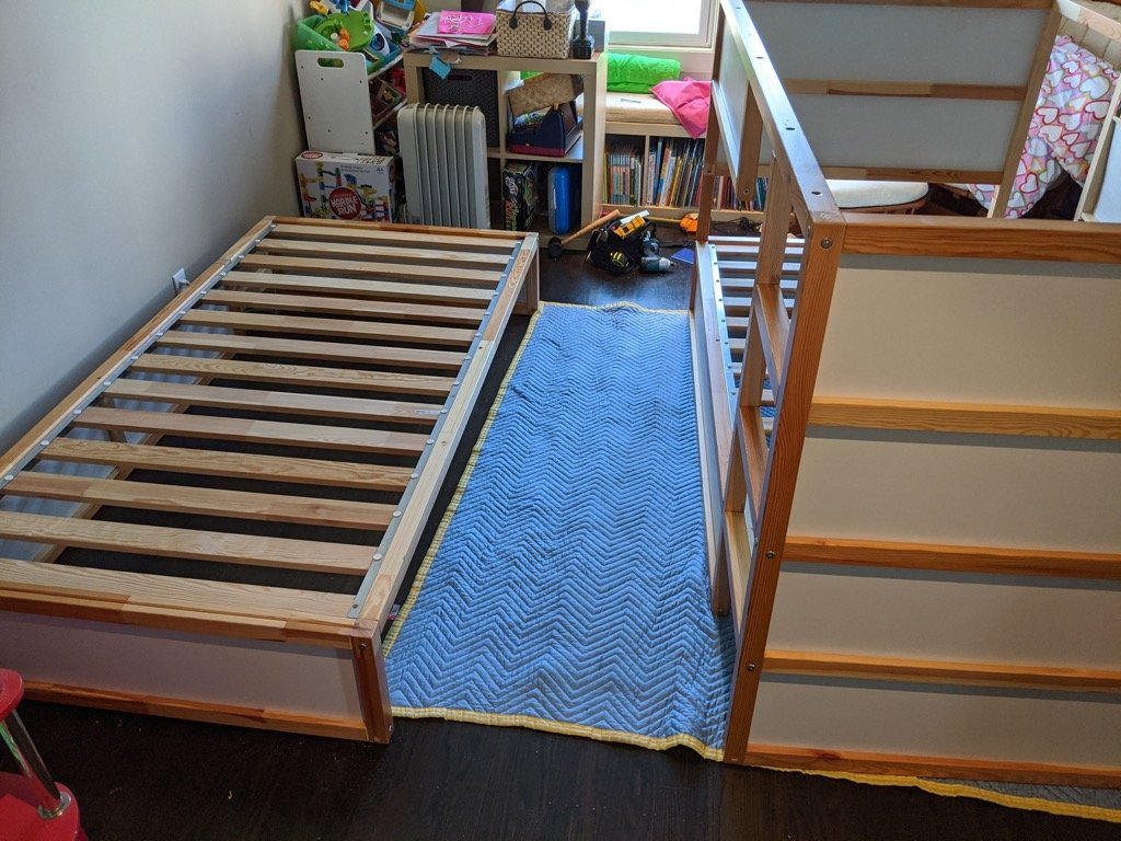 KURA storage drawer bed with safety rail