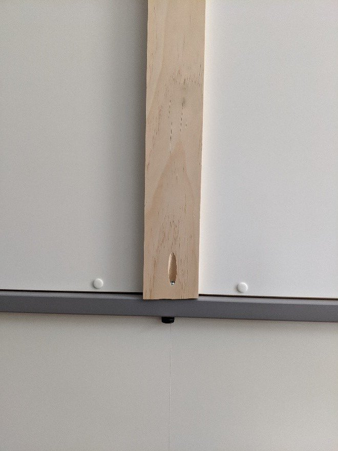 hanging the guitar