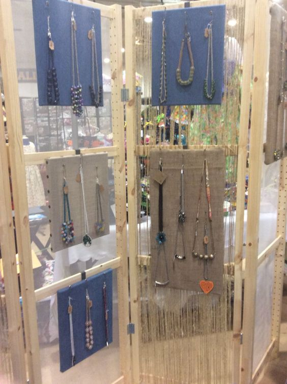 jewelry display privacy screen