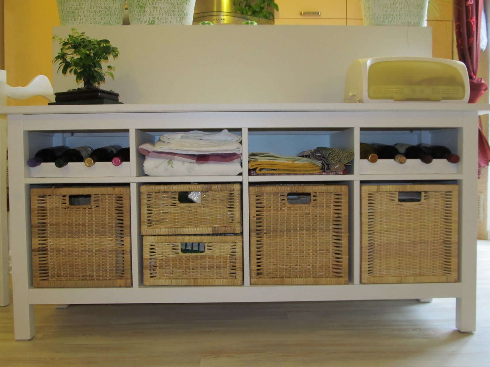 hemnes buffet with bottle holders ikea hackers ikea. Black Bedroom Furniture Sets. Home Design Ideas